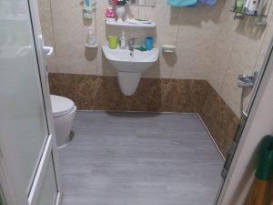 Hướng dẫn cách chọn sàn nhựa nhà vệ sinh hợp lý